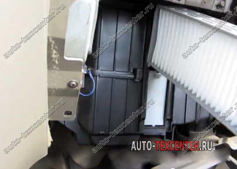 Замена фильтра салона Hyundai Santa Fe
