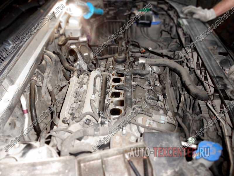 Замена прокладки клапанной крышки Hyundai IX55 (1)