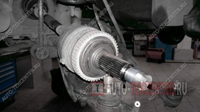 Замена подшипника ступицы Hyundai IX35 (3)
